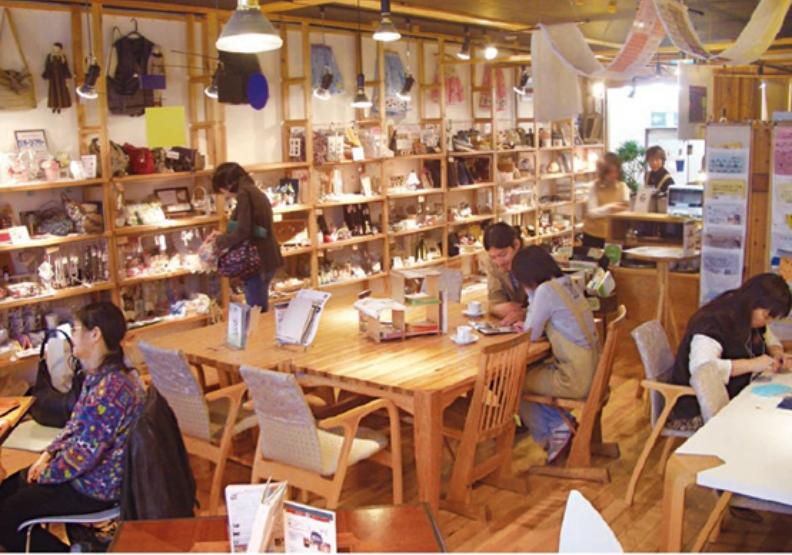 港南台小鎮咖啡館入口。齊藤保先生認為,社群咖啡館不只是提供一杯香醇可口的咖啡,還兼具公益性質。時報出版提供。