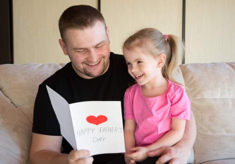 子女常等到獨自面對沒有爸爸的父親節時,才明白父親心裡的愛,僅為情境配圖。圖片來自unsplash