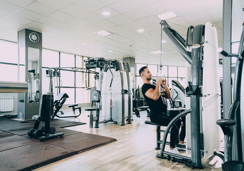 許多健身教練已數個月沒有收入,Unsplash by Sam Moqadam(示意圖)。