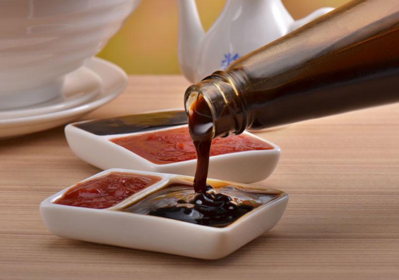 放進冰箱就沒問題?調味料開封保存期限就縮短,醬油、蠔油壽命大不同