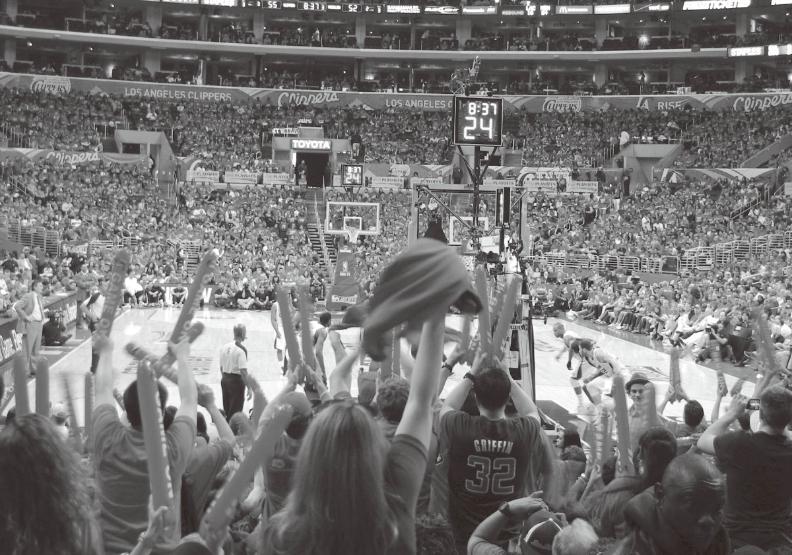 作者抵達洛杉磯後歷經坡折,終於看到夢想中的NBA季後賽。出色文化提供。