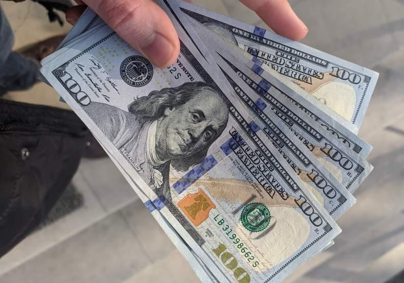 美國貨幣政策將會影響和帶領全球貨幣政策的走向。圖片來自unsplash by Frederick Warren