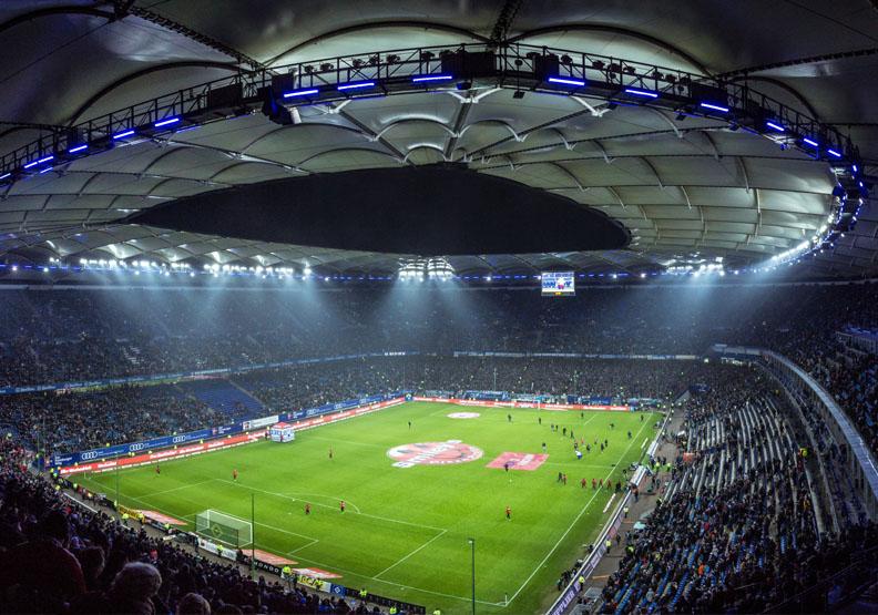 德國推大眾運輸、足球場「超方便流動接種站」!免預約就能施打