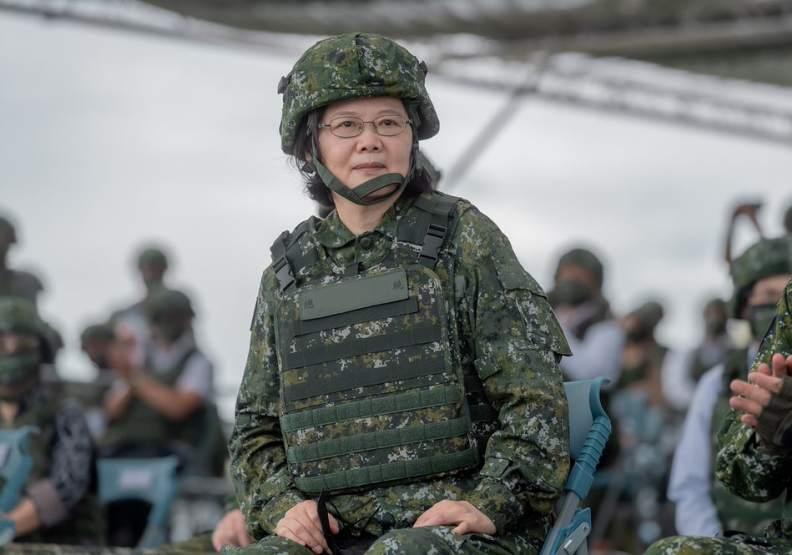 在台中美關係緊張的此刻,做為三軍統帥的領導人,有機會對世界台海和平做出歷史性貢獻。(總統府提供)