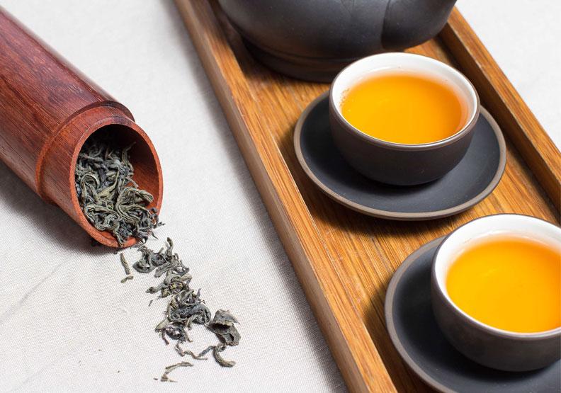 烏龍茶適合腹部脹氣時飲用。Unsplash by Alisher Sharip