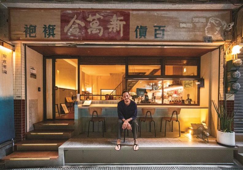 邱承漢將外婆結束營業後就一直閒置的婚紗店,變身為文創旅店「叁捌旅居」。遠見天下文化攝。
