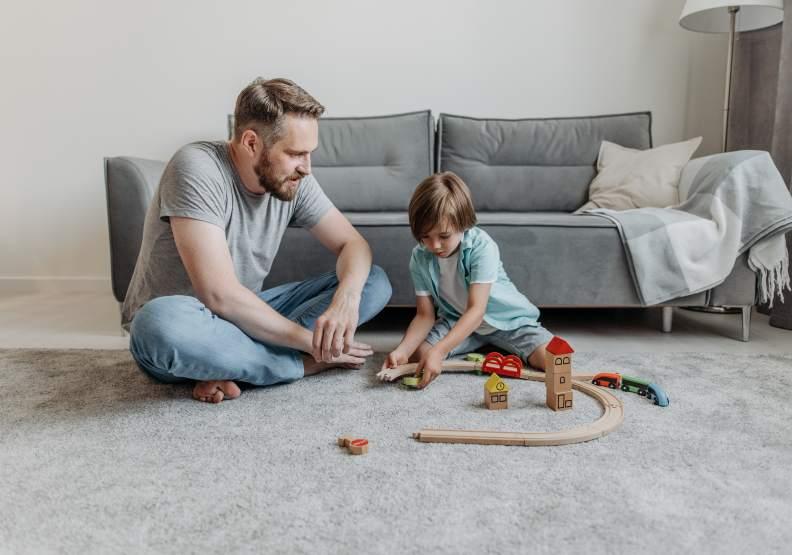 父親和兒子的親子日,需要一點點刻意安排,僅為情境配圖。圖片來自pexels by Pavel Danilyuk