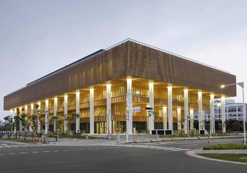 臺南市立圖書館永康新總館施打站,台南市政府提供。