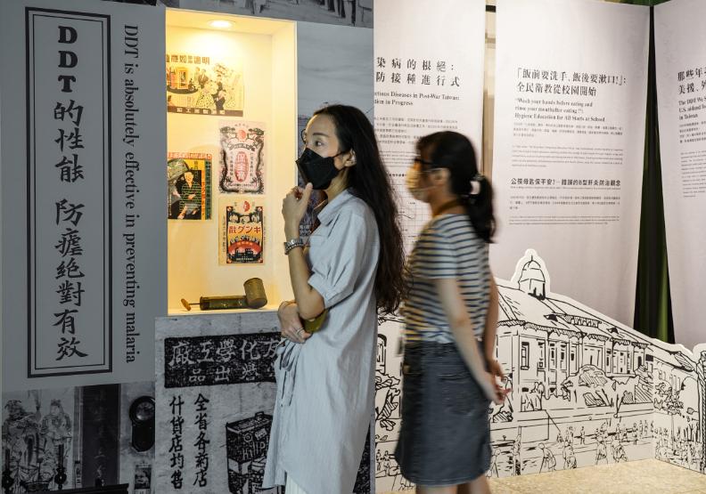 《觸疫即發》特展展出台灣戰疫歷程。台博館提供。