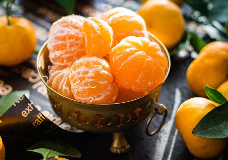 柑橘含豐富維生素C,可以促進穀胱甘肽合成,防止身體穀胱甘肽流失;吃柑橘可能有助於身體保持穀胱甘肽含量,進而改善宿醉症狀。Pexels by Pixabay