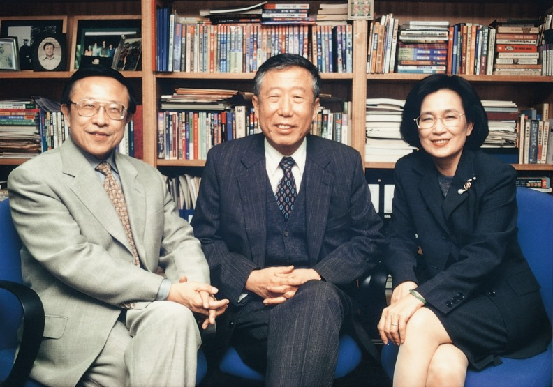 右起三位遠見創辦人:王力行、張作錦、高希均。圖片由遠見提供