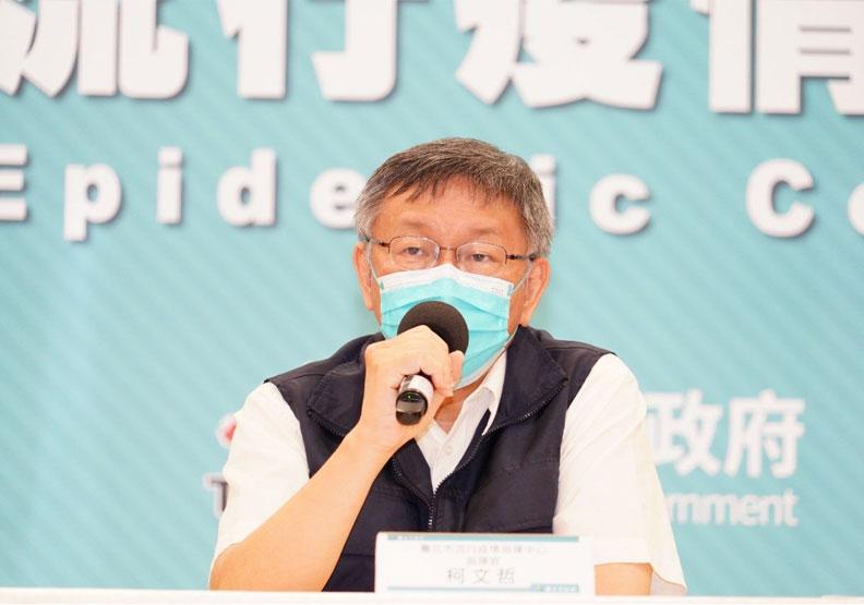 北市遭爆施打過期疫苗,13日記者會上市長柯文哲澄清絕無此事。台北市政府提供