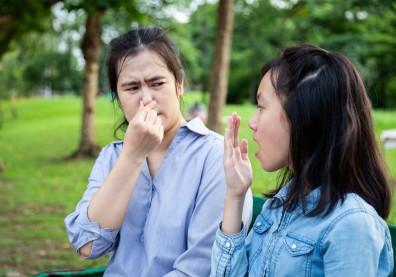 易口乾口臭、吃飯掉飯粒、講話大舌頭?年過40歲小心口腔衰老