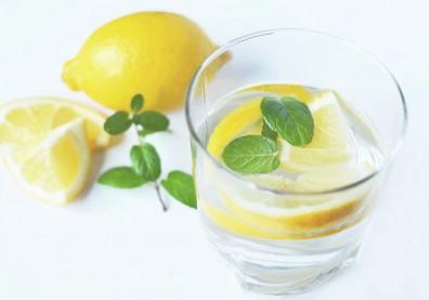 喝檸檬水美白減肥?營養師提醒「3陷阱」:喝錯不只變胖更傷胃