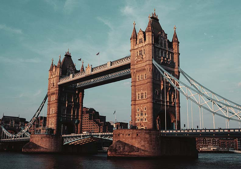 最重視火災的國家!倫敦惡火狂燒四夜,英國消防教育成全民共識