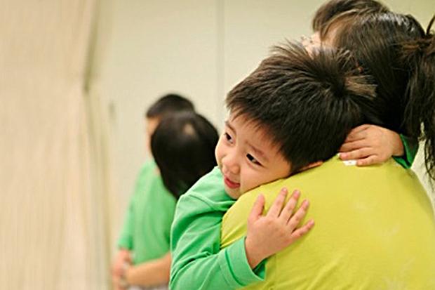給孩子多點接觸,從擁抱開始!