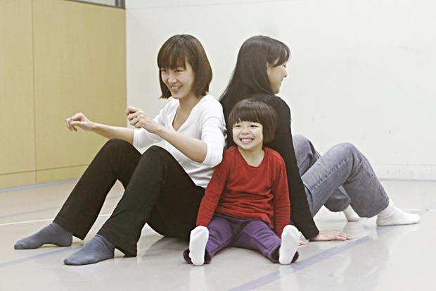 與孩子擁抱與接觸的身體提案