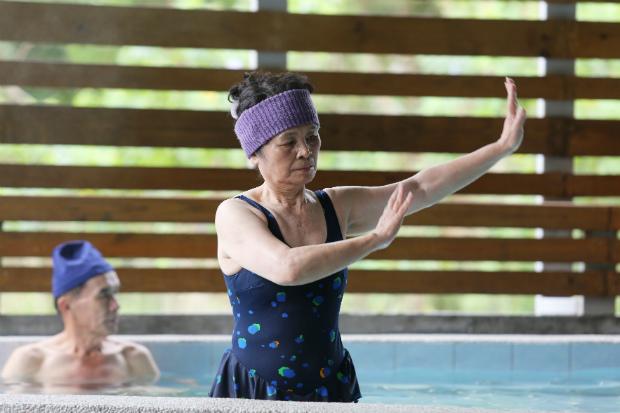 膝部退化性關節炎病患與水中運動