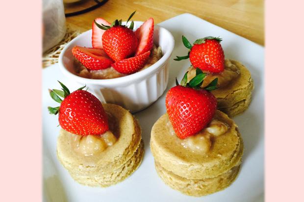無麵粉、無砂糖、無泡打粉!健康甜點香蕉草莓小蛋糕