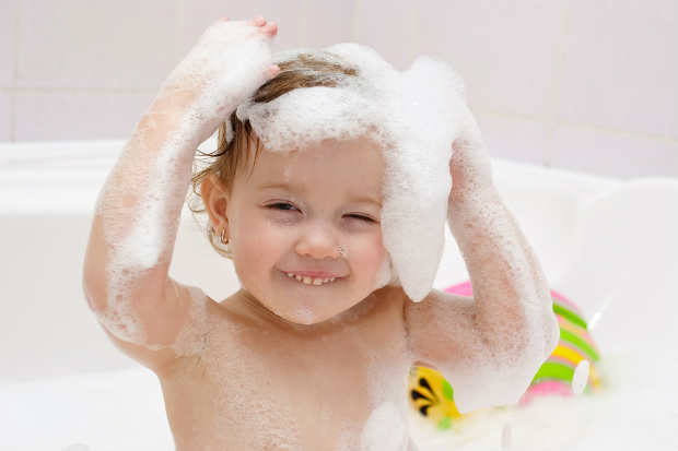 注意界面活性劑!小嬰兒根本不適合洗泡泡浴