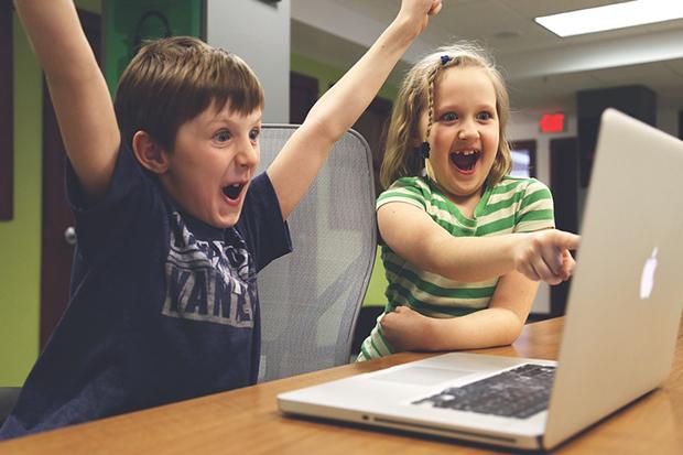 關掉螢幕,爸媽別再依賴「電子保姆」