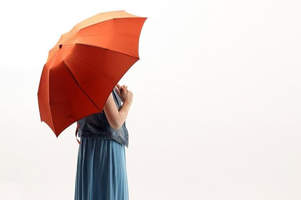 陽傘內面塗銀,小心愈撐愈黑