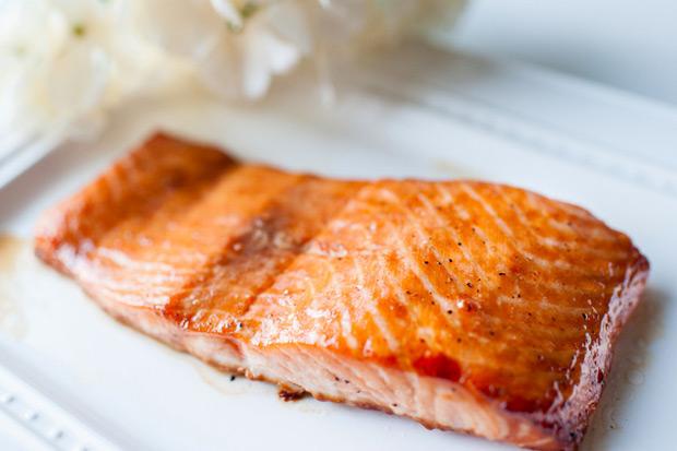 3 分鐘懶人快速料理:焦糖炙烤鮭魚排