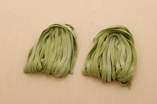 蔬菜麵條在家DIY,菠菜、番茄、胡蘿蔔都可以做