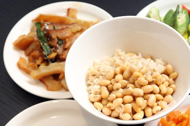 沒吃完的飯菜,父母喜歡一熱再熱,會對健康構成威脅嗎?