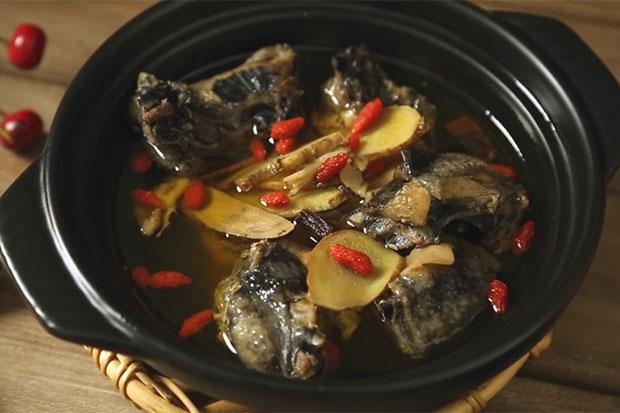溫補暖心雞湯,電鍋就能輕鬆完成藥燉燒酒雞!
