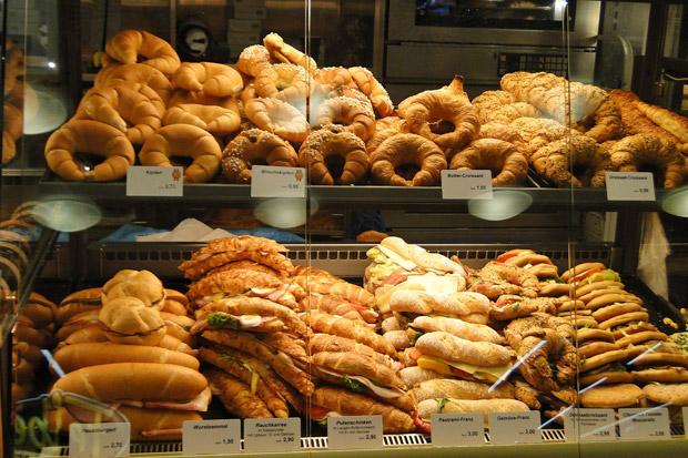 為何每天臉部浮腫?先看看你手上的麵包吧!
