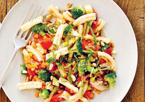 吃一頓健康的大餐:春天義大利麵、白花椰菜馬鈴薯泥