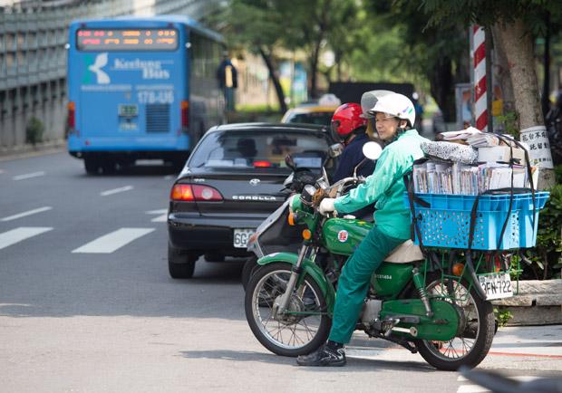 中華郵政做長照,交通部長是項莊舞劍