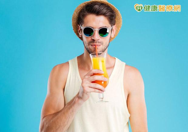 飲料喝得甜蜜蜜 當心慢性病上身