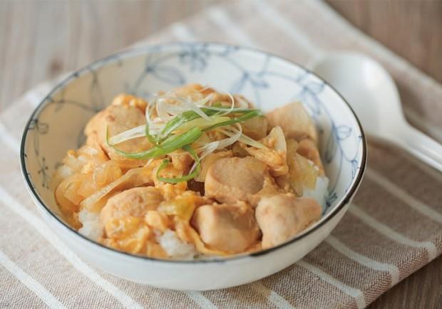 一鍋就搞定晚餐!不加水超美味:無水日式親子丼