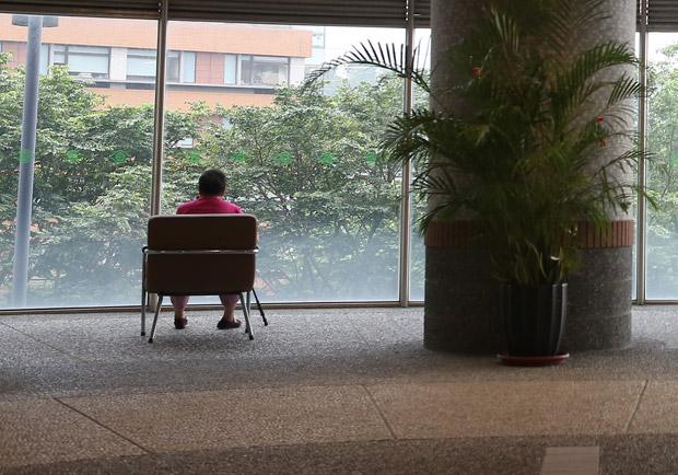等待媽媽的外籍看護