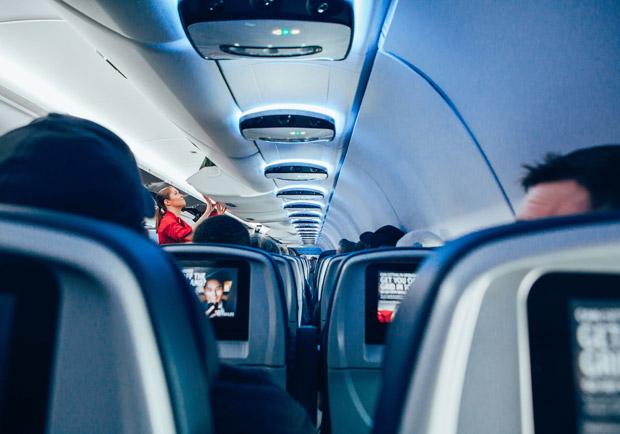 拒絕經濟艙症候群,搭飛機這樣伸展動一動