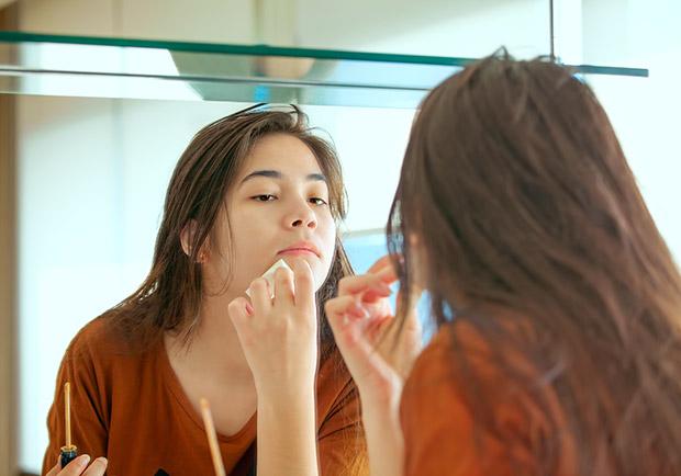 重金屬塗臉,當心皮膚潰爛還可能致癌