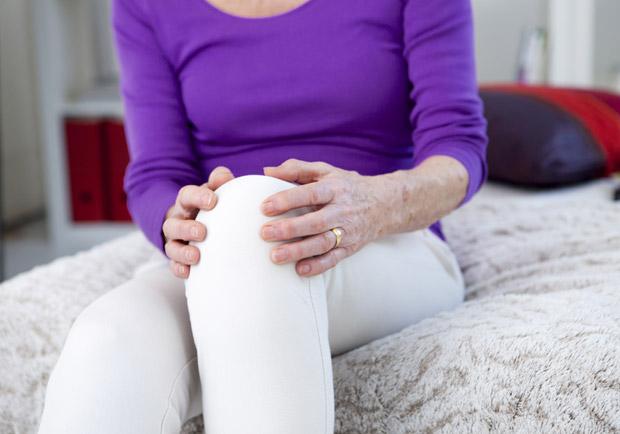 膝蓋又痛?骨科醫師教你保健膝蓋:4種簡單抬腳運動