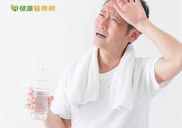 天熱喝水解渴,透析病患限水消暑這麼做