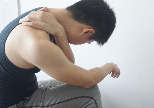 高低肩對身體影響多大?動手摸一摸自我檢測