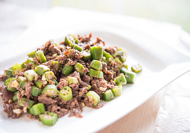 用天然勾芡就能讓肉質滑嫩:秋葵炒牛肉