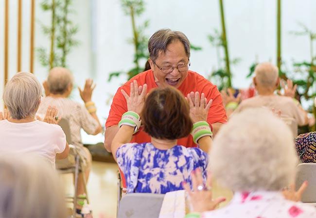 助高齡長者恢復身體活動力的 16 組超實用肌力訓練