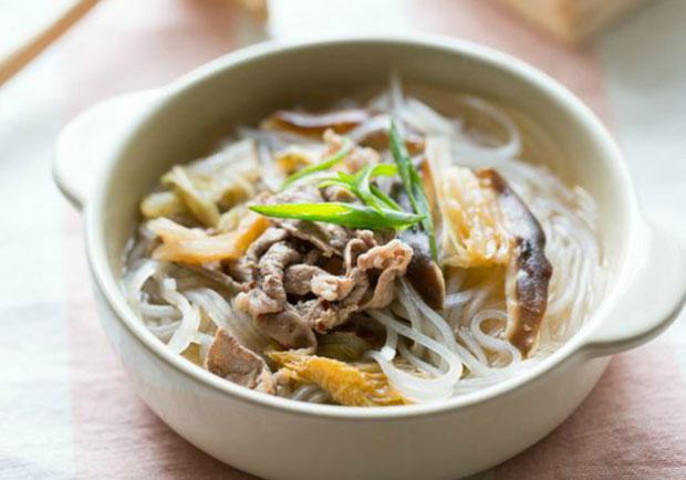 10分鐘免開火保溫杯料理:泡菜牛肉冬粉湯