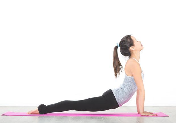 別讓「久坐」扼殺健康,瑜伽眼鏡蛇式上班族必學