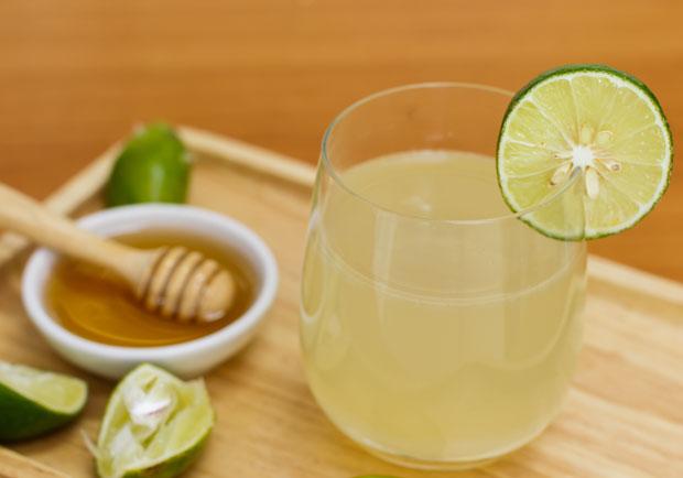 蜂蜜檸檬治百病?腸胃科醫師:下肚胃酸先大量分泌