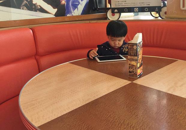 嬰幼兒常接觸手機、平板,加國研究:恐阻礙語言發展