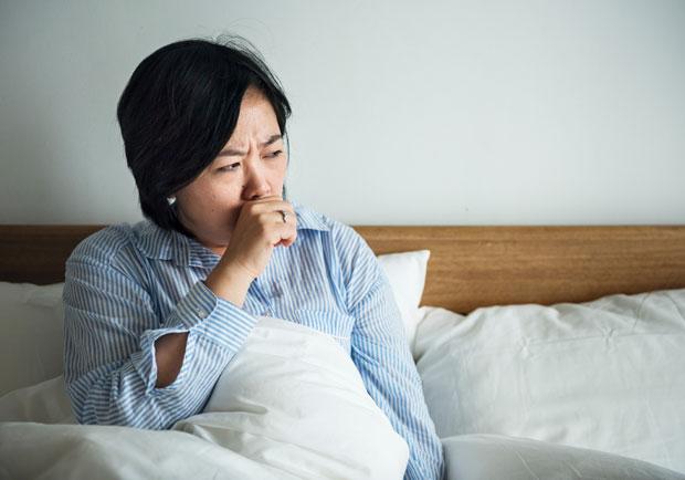 喉嚨痛如何緩解?什麼時候該就醫?醫師完整解說