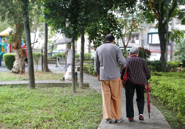 台灣邁入高齡化社會,「長照」已迫在眉睫