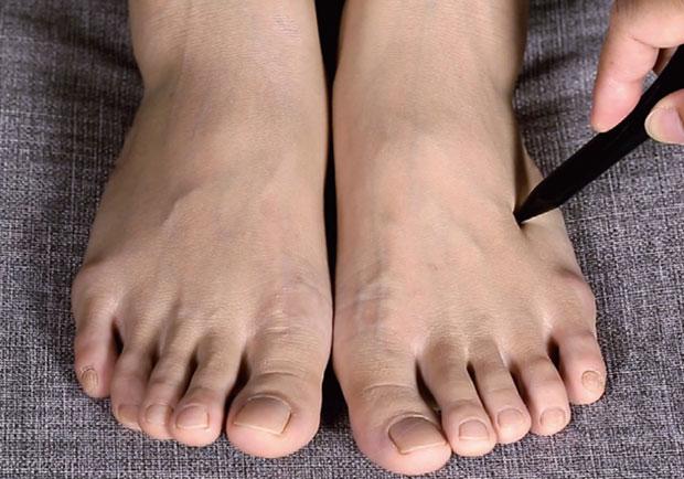 長時間站立導致足部痠痛,按壓 3 穴道放鬆疲憊